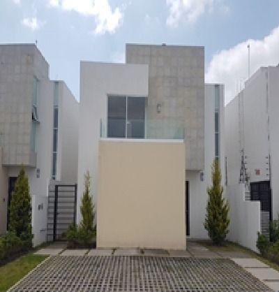 FotoCasa en condominio en Renta |  en  San Miguel Totocuitlapilco,  Metepec  Casa en Renta en Foresta Metepec