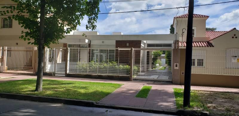 FotoCasa en Venta |  en  Alberdi,  Rosario  Washington 554 Casa 3 Dormitorios con Quincho