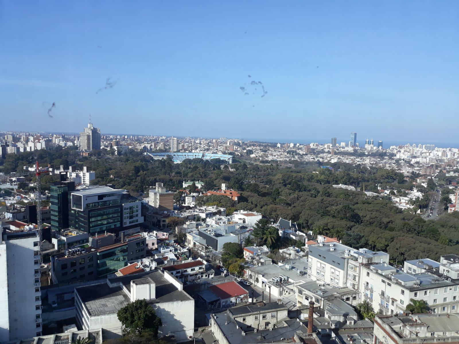 FotoDepartamento en Venta |  en  Tres Cruces ,  Montevideo  8 de Octubre y Br
