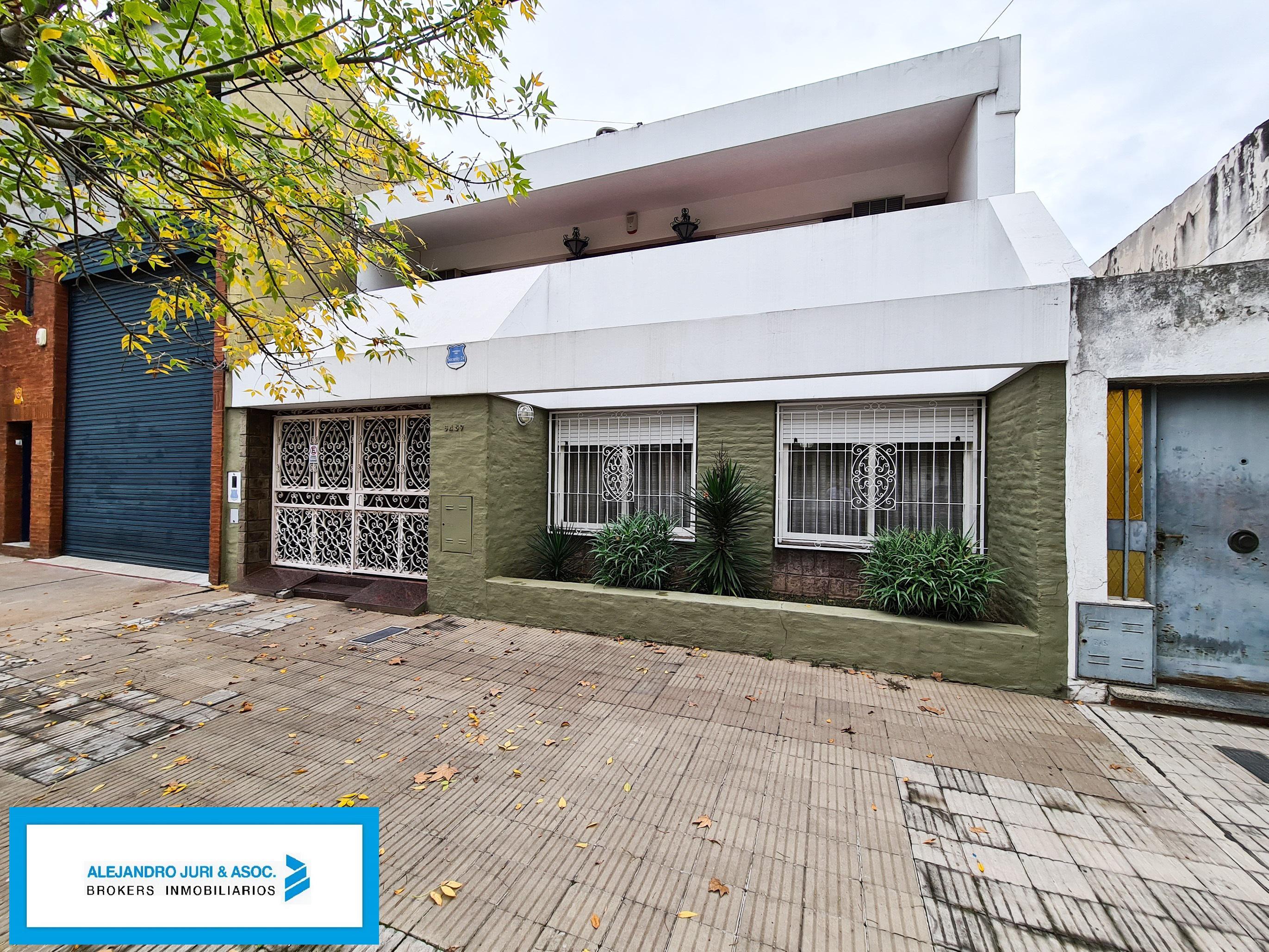 FotoCasa en Alquiler |  en  La Tablada,  Rosario  1 De mayo 3459 - Casa 3 Dormitorios con Jardín y Garage