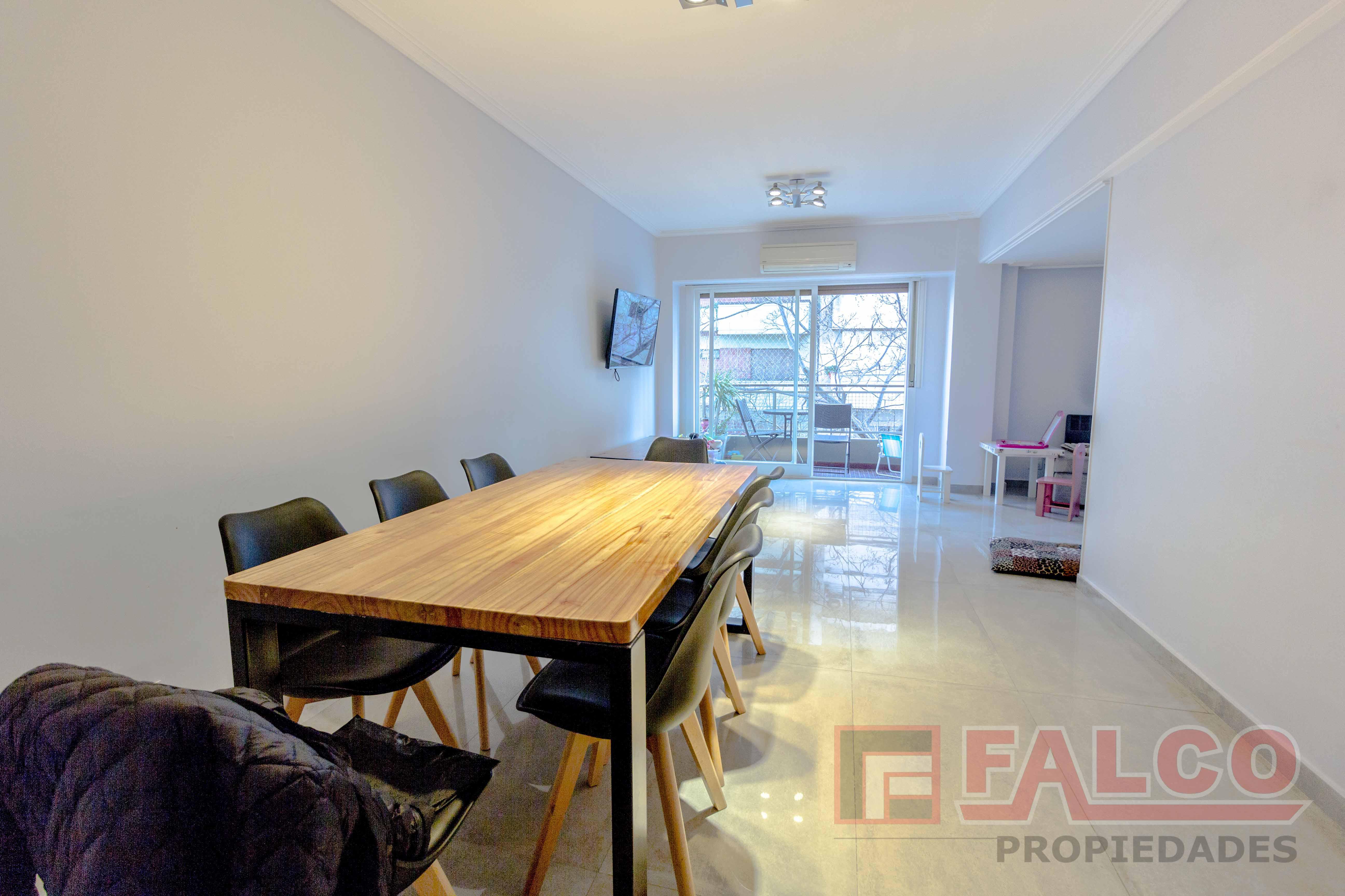 FotoDepartamento en Venta |  en  Caballito ,  Capital Federal  Puan al 200