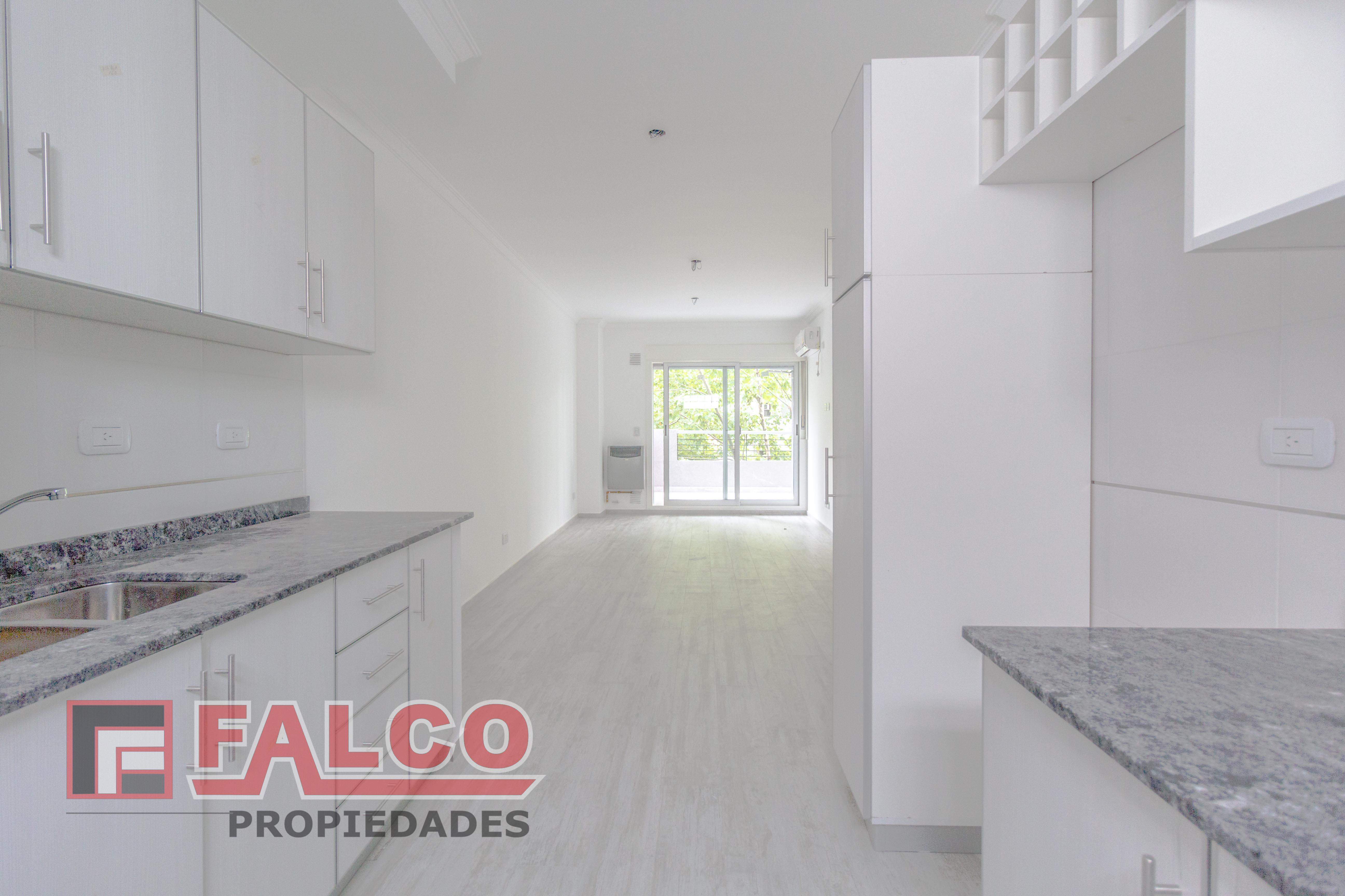 FotoDepartamento en Venta    en  Flores ,  Capital Federal  Rivera Indarte al 100