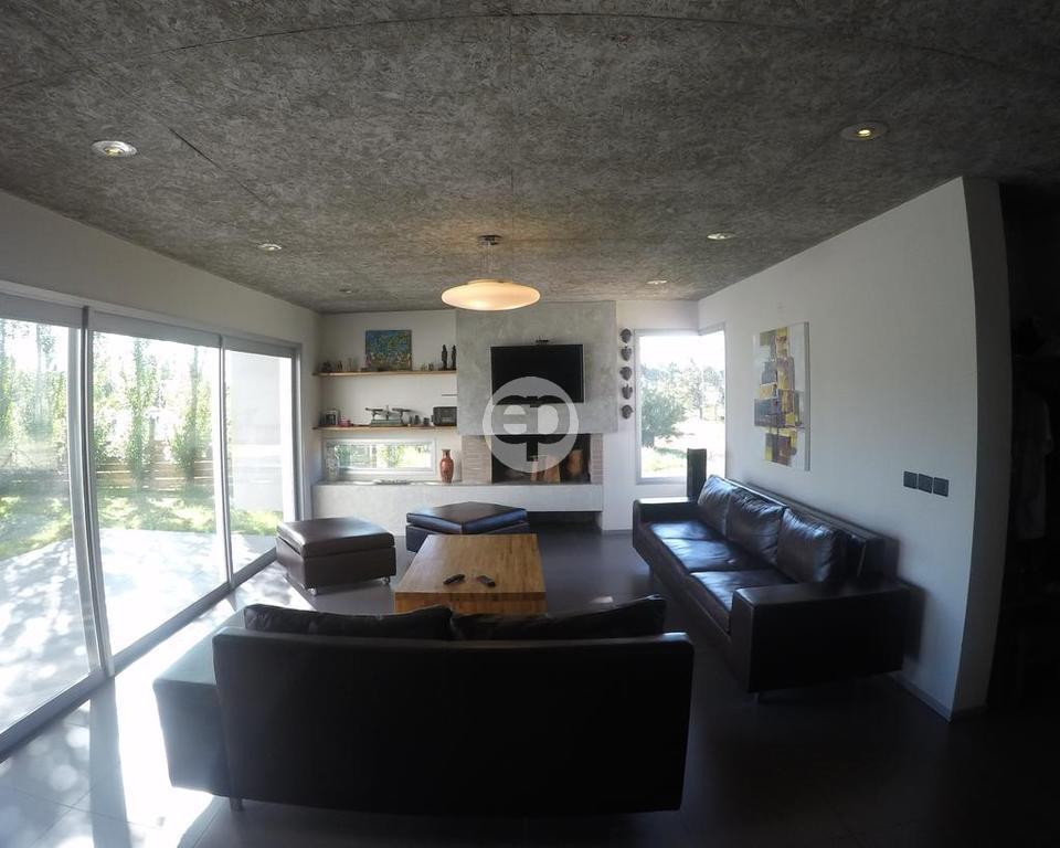 Casa Venta o Alquiler en Punta del Este Lugano de 4 Dormitorios
