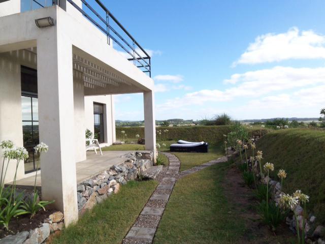 Foto Casa en Venta    en  Pinares,  Punta del Este  CASA EN ZONA PRIVILEGIADA
