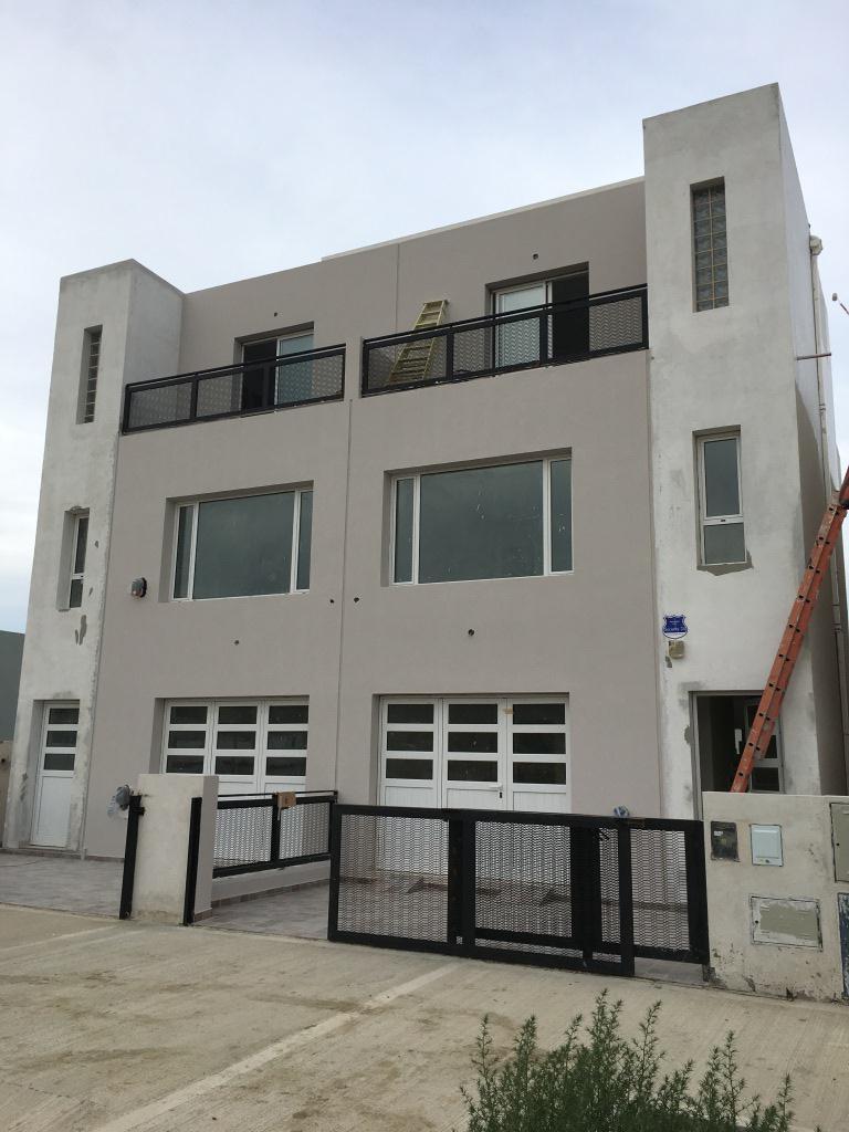 Foto Casa en Venta |  en  Rada Tilly,  Escalante  Av. Francisco Gurruchaga 850