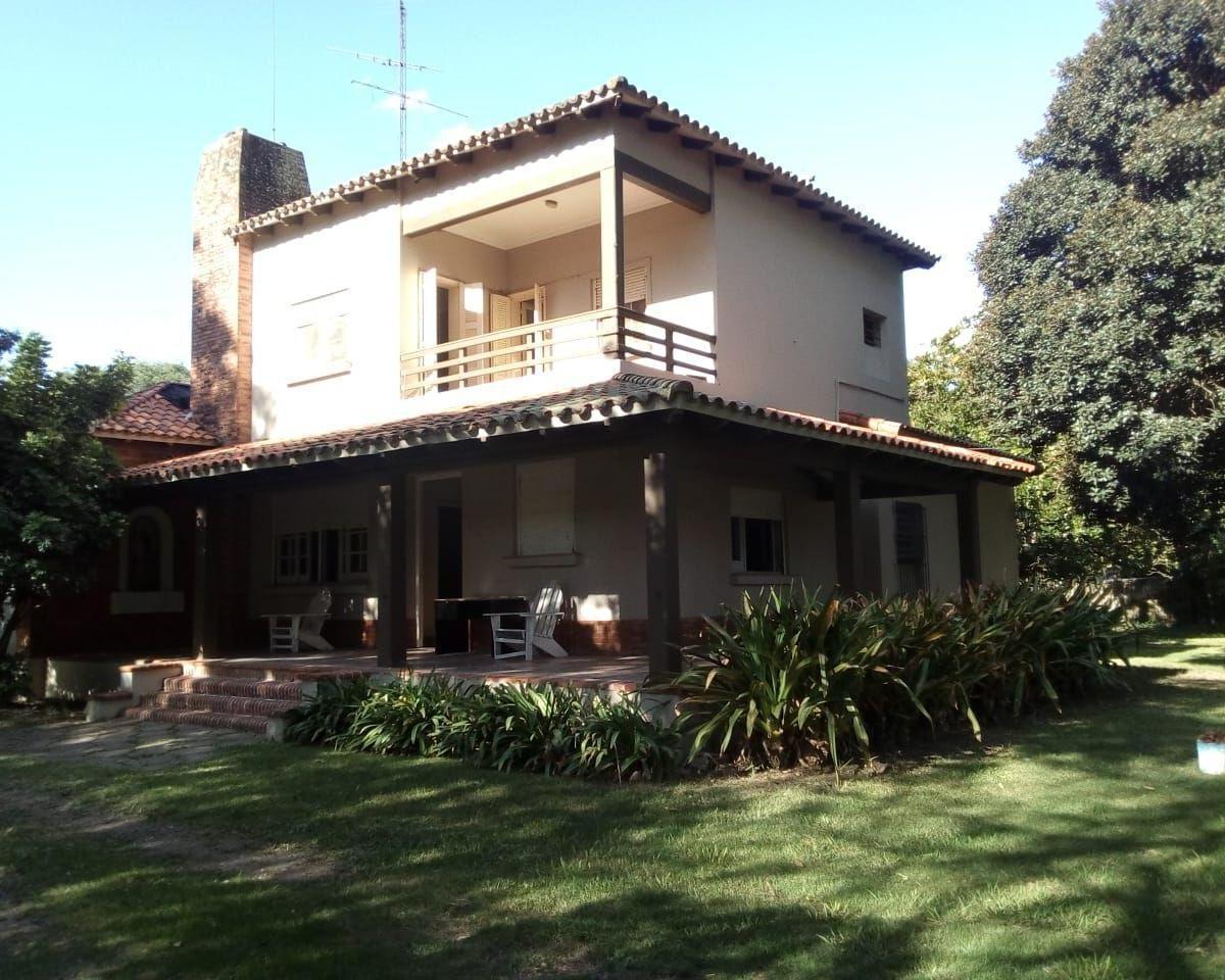 Av. 11 de Agosto esq. Moreno - Gaggiotti Inmobiliaria cuenta con más de 50 años desde que se inicio en el negocio de los servicios inmobiliarios.