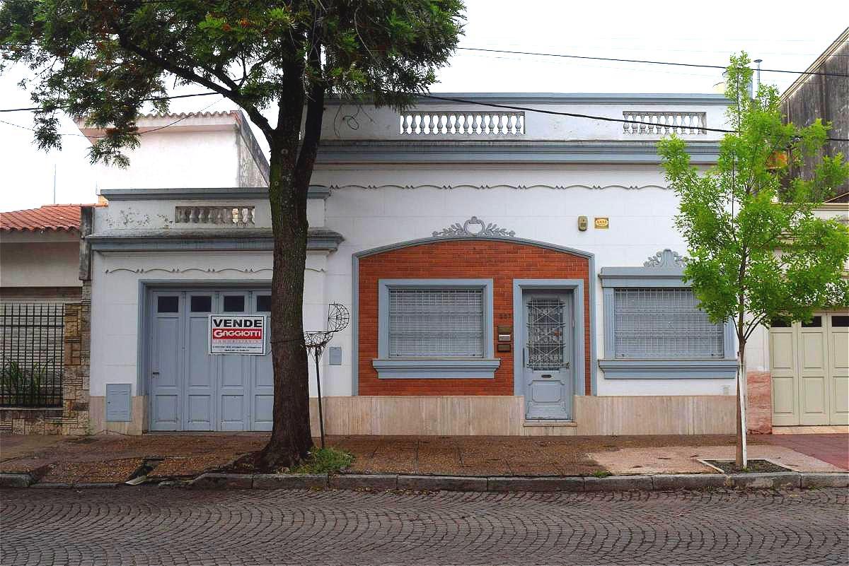 Chacabuco 200 - Gaggiotti Inmobiliaria cuenta con más de 50 años desde que se inicio en el negocio de los servicios inmobiliarios.