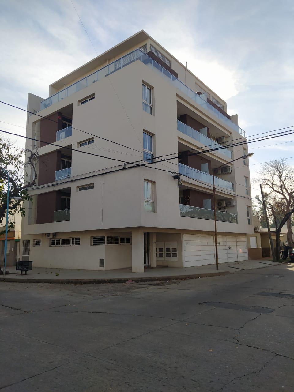 Dentesano 819 esq. Gral. Paz 3º piso B + cochera 4 - Gaggiotti Inmobiliaria cuenta con más de 50 años desde que se inicio en el negocio de los servicios inmobiliarios.