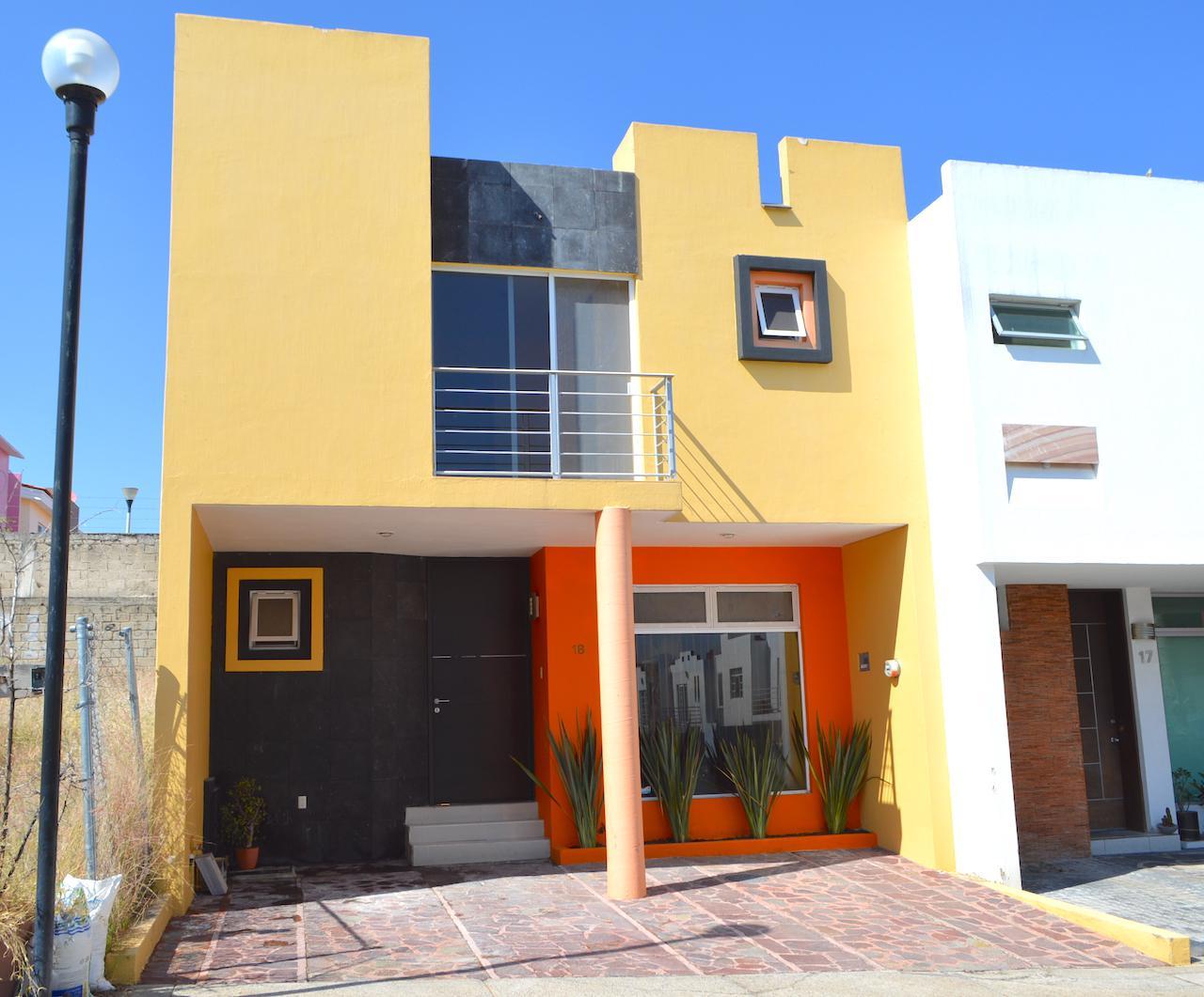 FotoCasa en Venta |  en  Fraccionamiento Residencial San Isidro,  Zapopan  Paseo de la Castilla 45 Maestranza 18