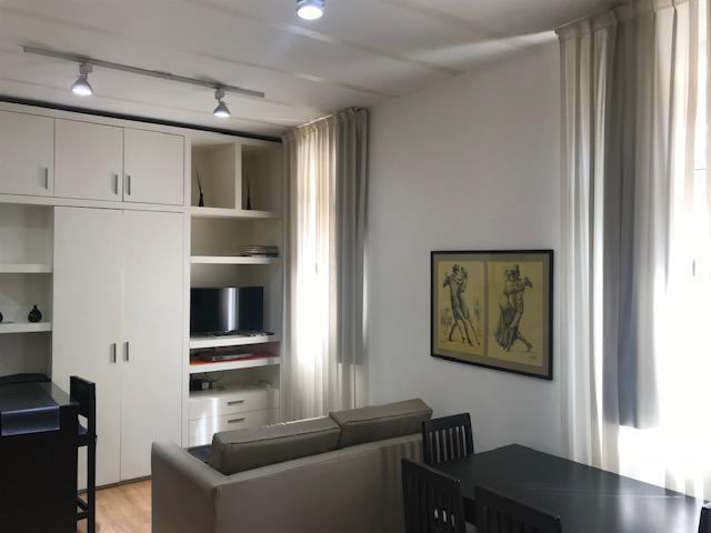 FotoDepartamento en Alquiler temporario |  en  San Telmo ,  Capital Federal  Peru al 1100