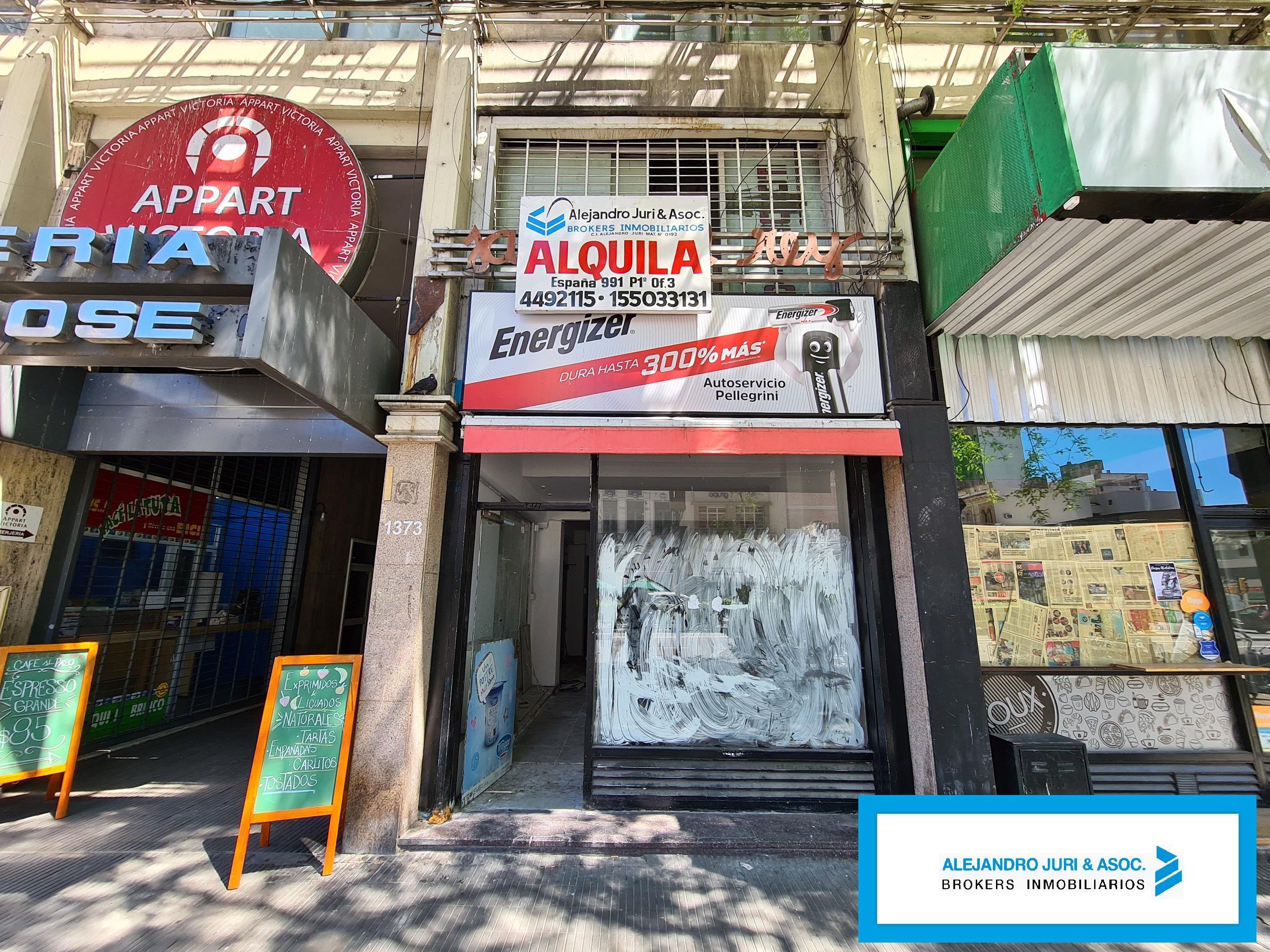 FotoLocal en Alquiler |  en  Centro,  Rosario  Pellegrini 1373 Local a la Calle en Galería San Jose