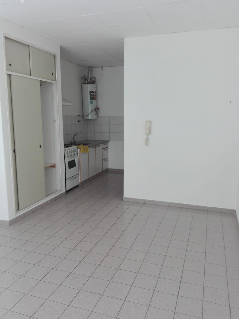 FotoDepartamento en Alquiler |  en  General Roca ,  Rio Negro  BUENOS AIRES al 1300