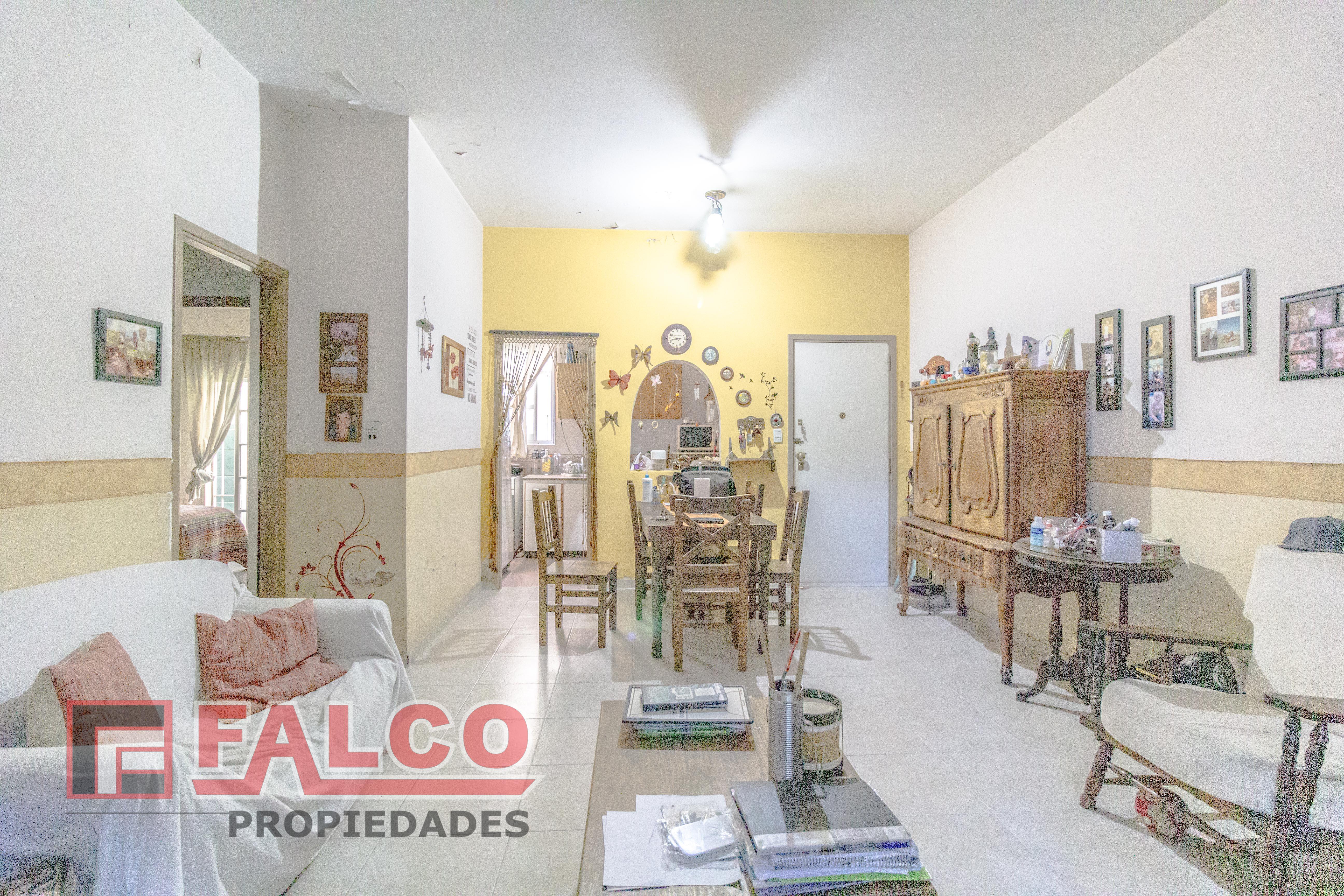 FotoDepartamento en Venta |  en  Flores ,  Capital Federal  Gregorio de Laferrere al 2000