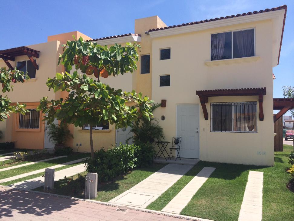 FotoCasa en condominio en Venta |  en  Pueblo Las Mojoneras,  Puerto Vallarta  Casa de 2 recamaras en coto con alberca, Puerto Vallarta