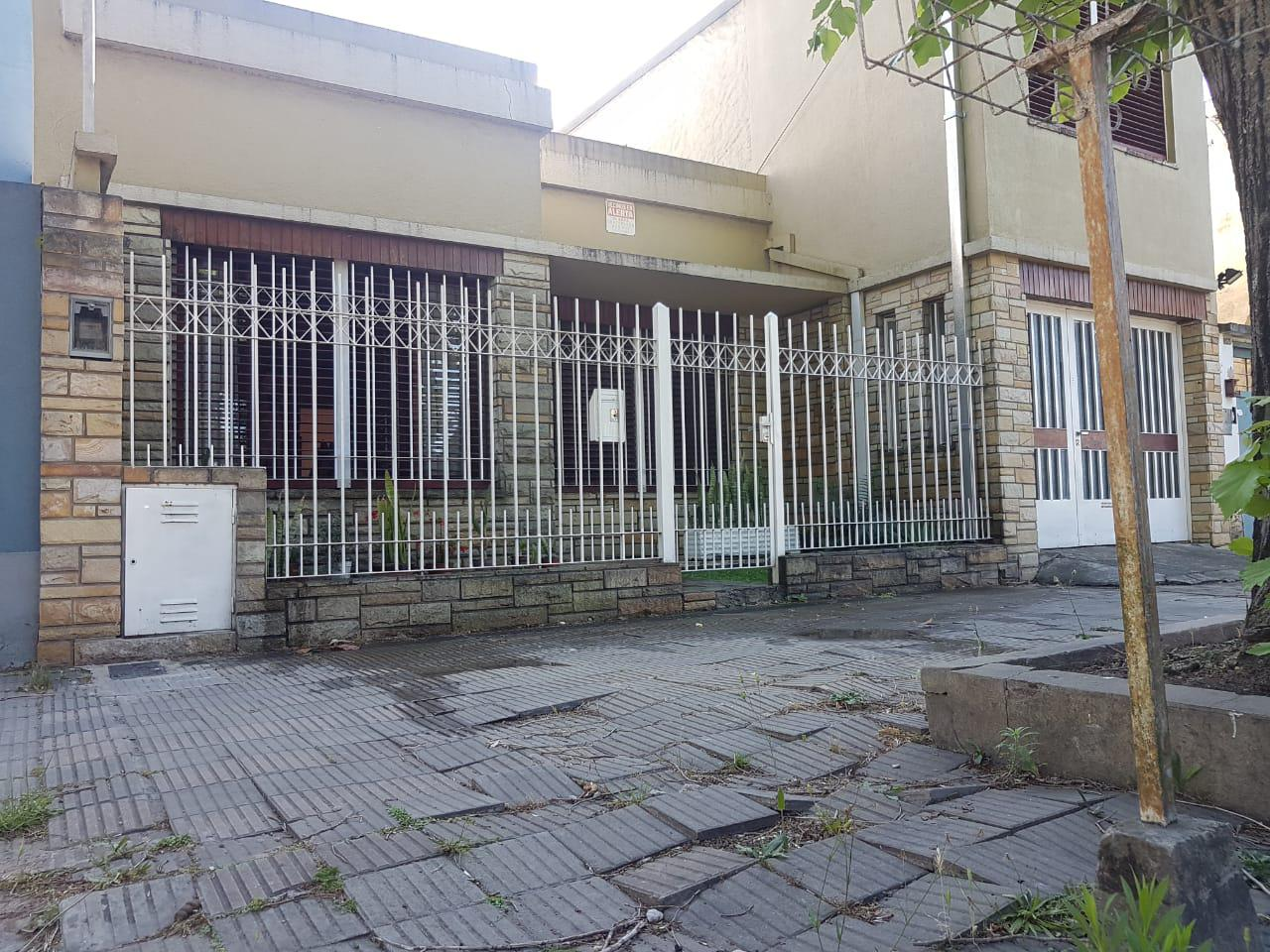 FotoCasa en Venta |  en  La Plata ,  G.B.A. Zona Sur  19 Nº al 1800