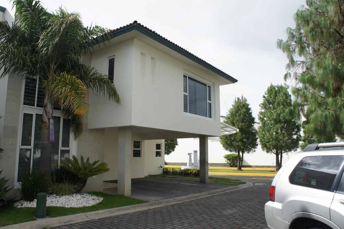 FotoCasa en condominio en Venta |  en  San Salvador Tizatlalli,  Metepec  Casa en Venta en San Salvador Tizatlalli Metepec