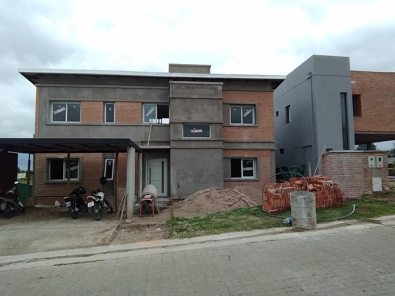 Foto Casa en Venta en  Yerba Buena ,  Tucumán  Country La Emilia