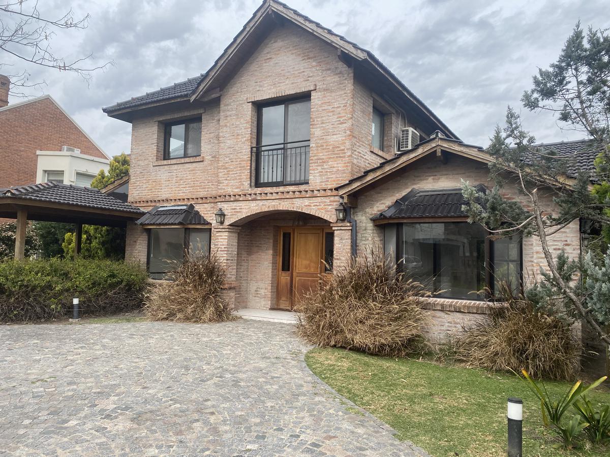 Foto Casa en Venta en  La Delfina,  Countries/B.Cerrado (Pilar)  PILAR HOSPITAL AUSTRAL LA DELFINA