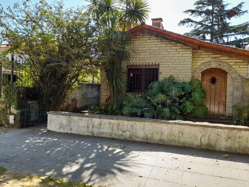 Foto Casa en Venta    en  Lomas de Zamora Este,  Lomas De Zamora  Piedras al 100