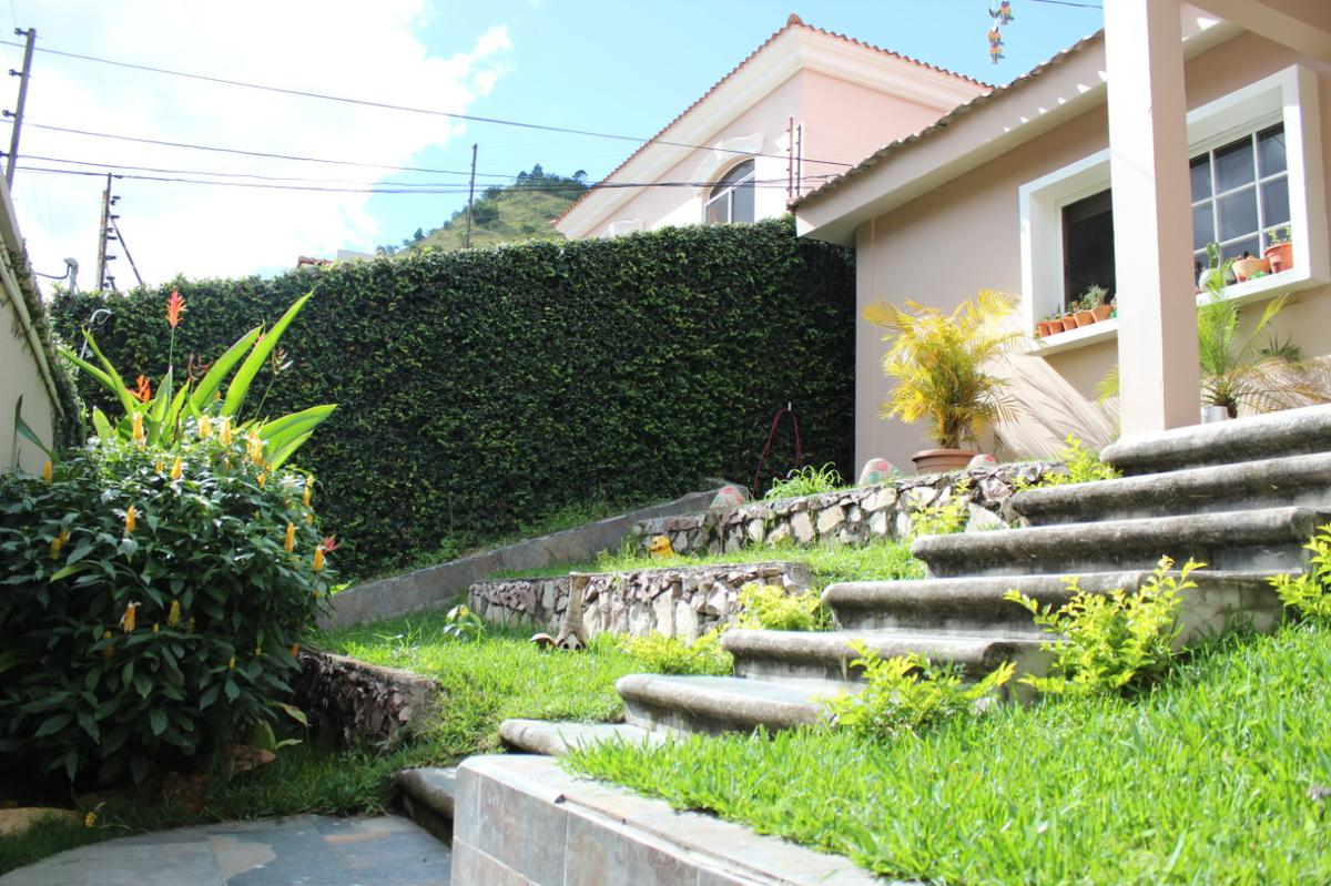 Foto Casa en Venta en  El Chimbo,  Tegucigalpa  Casa  de 1 nivel con piscina en venta en El Chimbo, Tegucigalpa