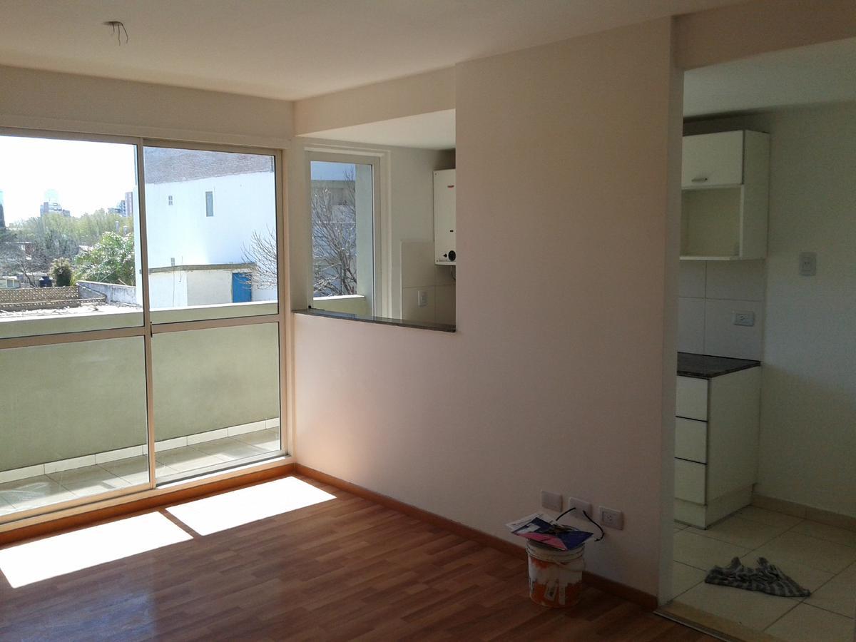Foto Departamento en Alquiler en  Echesortu,  Rosario  Alquiler - 1 dormitorio - Crespo 1201 02-03