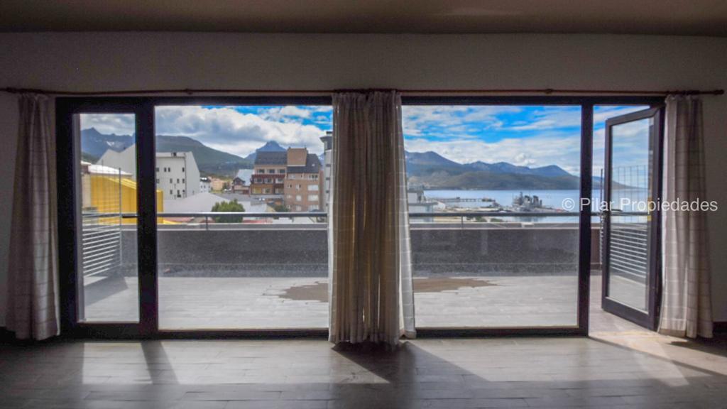 Foto Departamento en Alquiler en  Ushuaia ,  Tierra Del Fuego  Micro centro