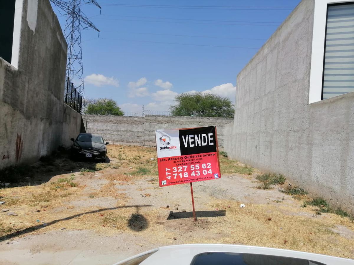 Foto Terreno en Venta en  Residencial Sierra Nogal,  León  Terreno en VENTA en Circuito Cedro, Sierra Nogal frente a área verde
