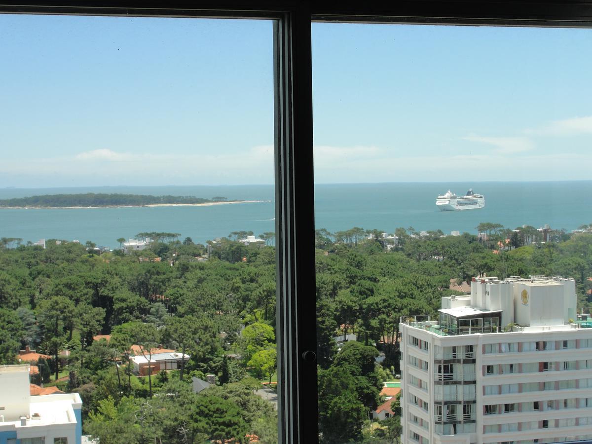 Foto Departamento en Venta   Alquiler temporario   Alquiler en  Punta del Este ,  Maldonado  ROOSEVELT CENTER, Av. Roosevelt y Parada 11