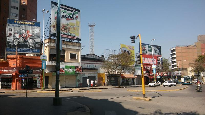 Foto Local en Venta en  San Miguel De Tucumán,  Capital  Av Republica del Libano al 900
