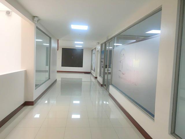 Foto Oficina en Venta en  Centro de Cuenca,  Cuenca          Oportunidad amplia oficina 92m2 Av. de las Américas $105.000dlrs.