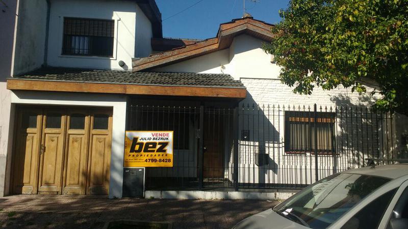 Foto Casa en Venta en  Olivos,  Vicente Lopez  GOYENA PEDRO entre BERMUDEZ y INGENIEROS JOSE