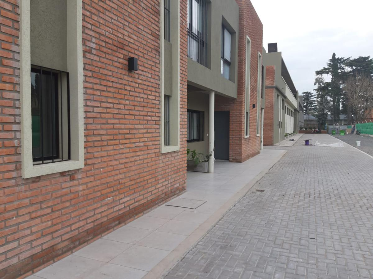 Foto PH en Venta en  San Miguel ,  G.B.A. Zona Norte  Primera Junta al 200