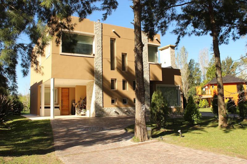 Foto Casa en Alquiler | Venta en  El Lauquen,  Countries/B.Cerrado (E. Echeverría)         Hermosa casa en el El Lauquen    en venta y alquiler