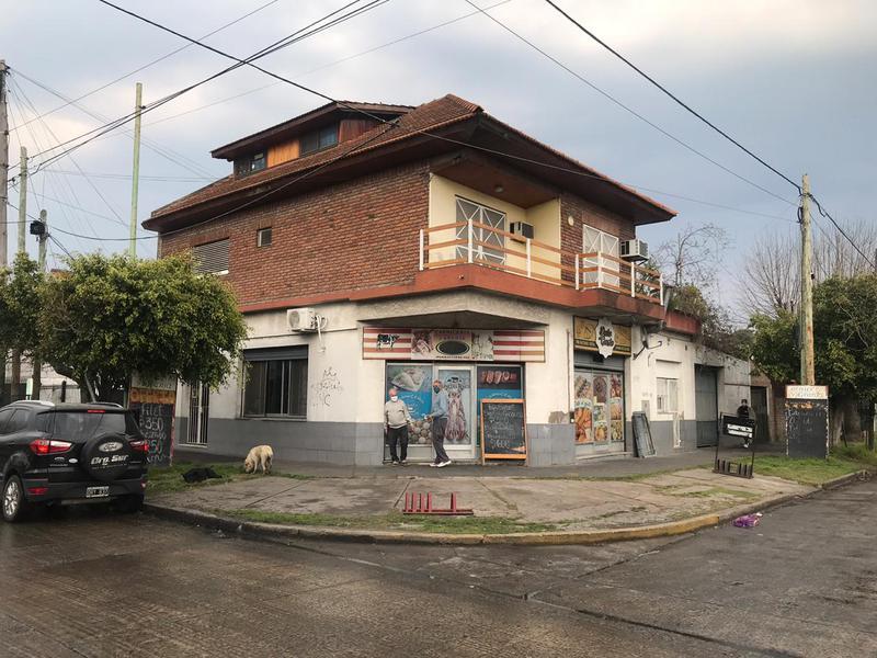Foto Casa en Venta en  Lomas de Zamora Oeste,  Lomas De Zamora  Iparaguirre 398