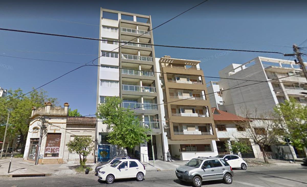 Foto Local en Alquiler en  La Plata,  La Plata  45 e/ 18 y 19