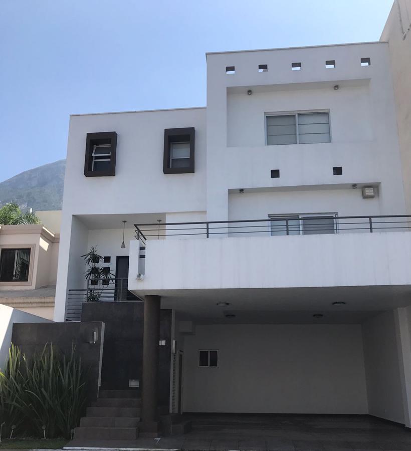Foto Casa en Renta en  Las Cumbres 6 Sector D-1,  Monterrey  Renta casa muy equipada en colonia privada