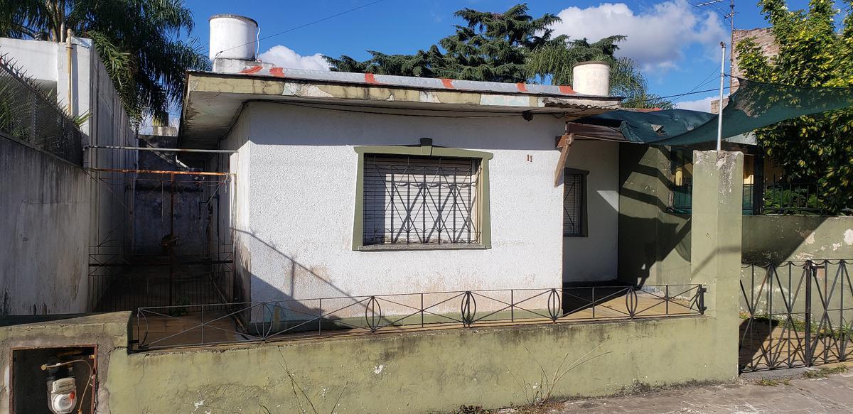 Foto Casa en Alquiler en  Lomas De Zamora ,  G.B.A. Zona Sur  PINTOS al 400