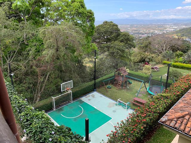 Foto Terreno en Venta en  San Rafael,  Escazu  Escazú/Vista/Relativamente plano/Excelente ubicación/Alta Plusvalia