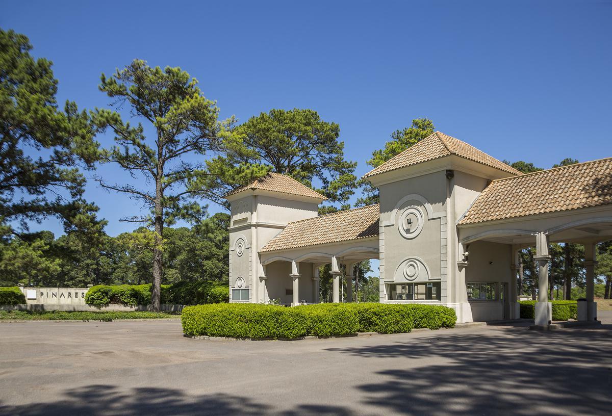 Foto Terreno en Venta en  Los Pinares C. Club,  Countries/B.Cerrado (Exaltación)  Pinares Country Club 353