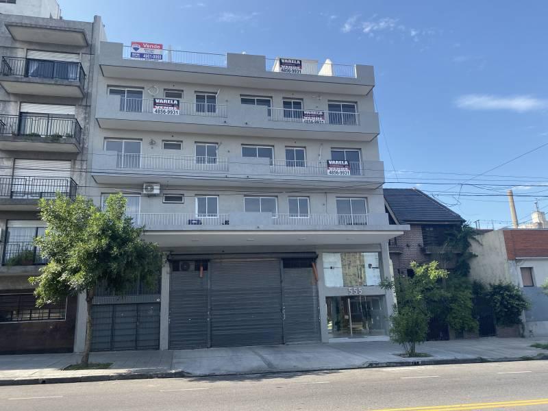 Foto Departamento en Venta en  Parque Chacabuco ,  Capital Federal  Av Cobo 555 1 por escaleraE