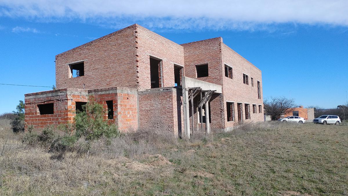 Foto Casa en Venta en  Santa Rosa,  Capital  Aguila e/ Puma Sur y Tucu Tucu Sur - Cuesta del Sur