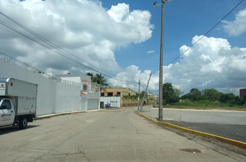 Foto Terreno en Venta en  Galaxia/tabasco 2000,  Villahermosa  Venta de terreno en Prolongación de Av. Los Ríos