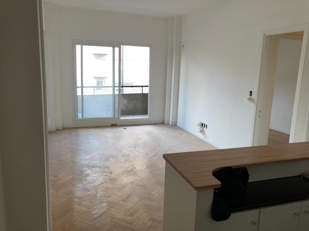 Foto Apartamento en Alquiler en  Centro (Montevideo),  Montevideo  18 de julio y Roxlo