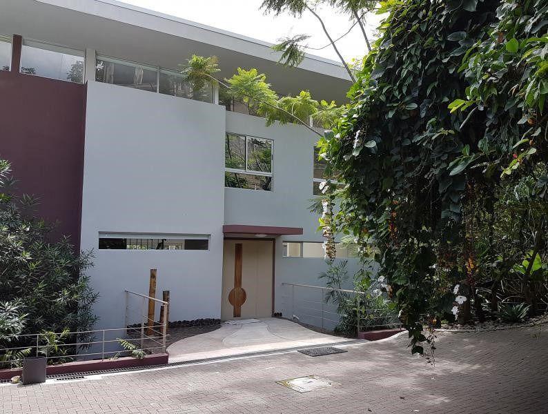 Foto Casa en Venta | Renta en  Escazu,  Escazu  Casa en Escazú con Vista. Terreno 1190m2, Piscina