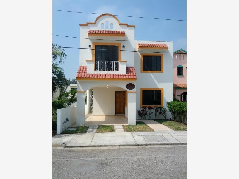 Foto Casa en Renta en  Fraccionamiento Lomas Del Chairel,  Tampico  Casa con amplio jardin