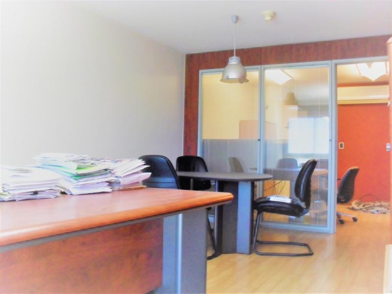 Foto Oficina en Alquiler en  Ciudad Vieja ,  Montevideo  Cerrito al 532