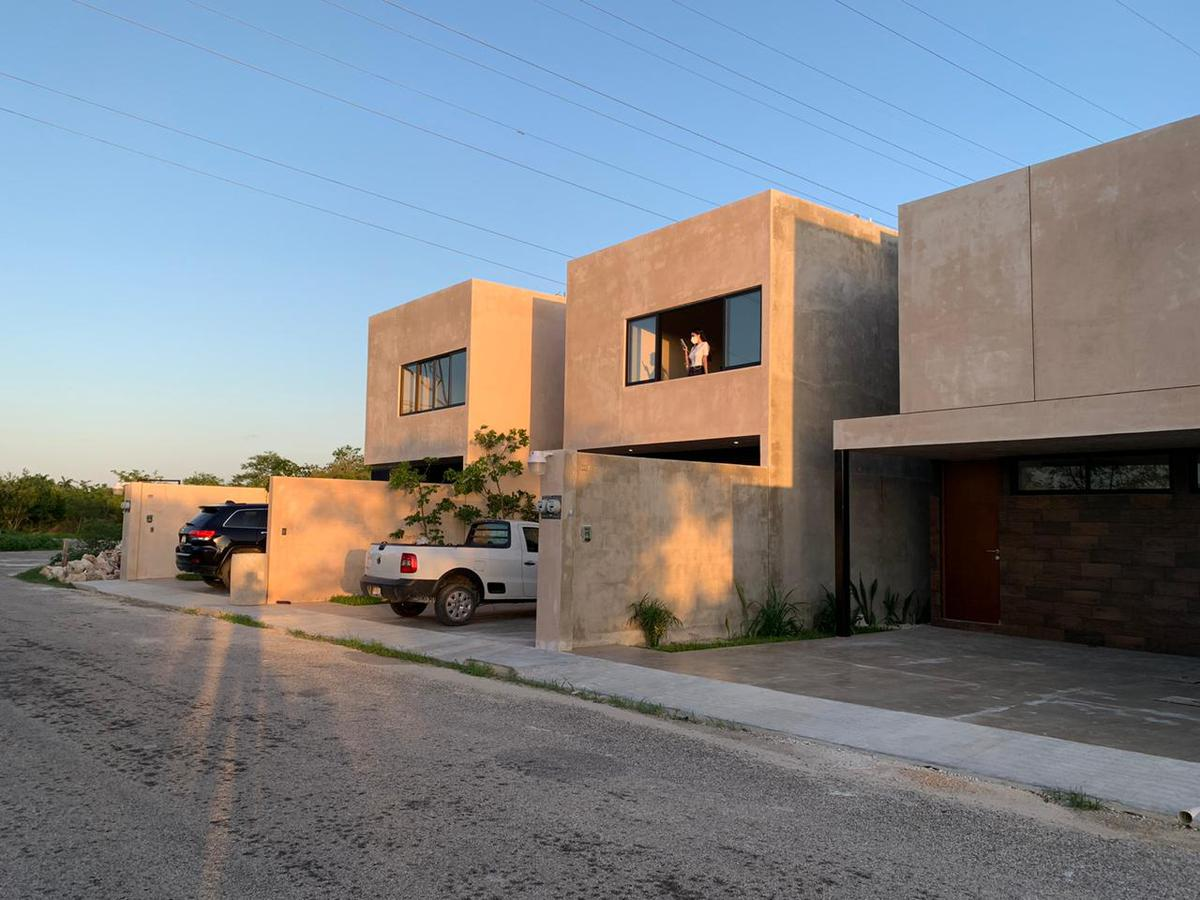 Foto Casa en Venta en  Mérida ,  Yucatán  VENTA TOWNHOUSE TIPO LOFT CHOLUL