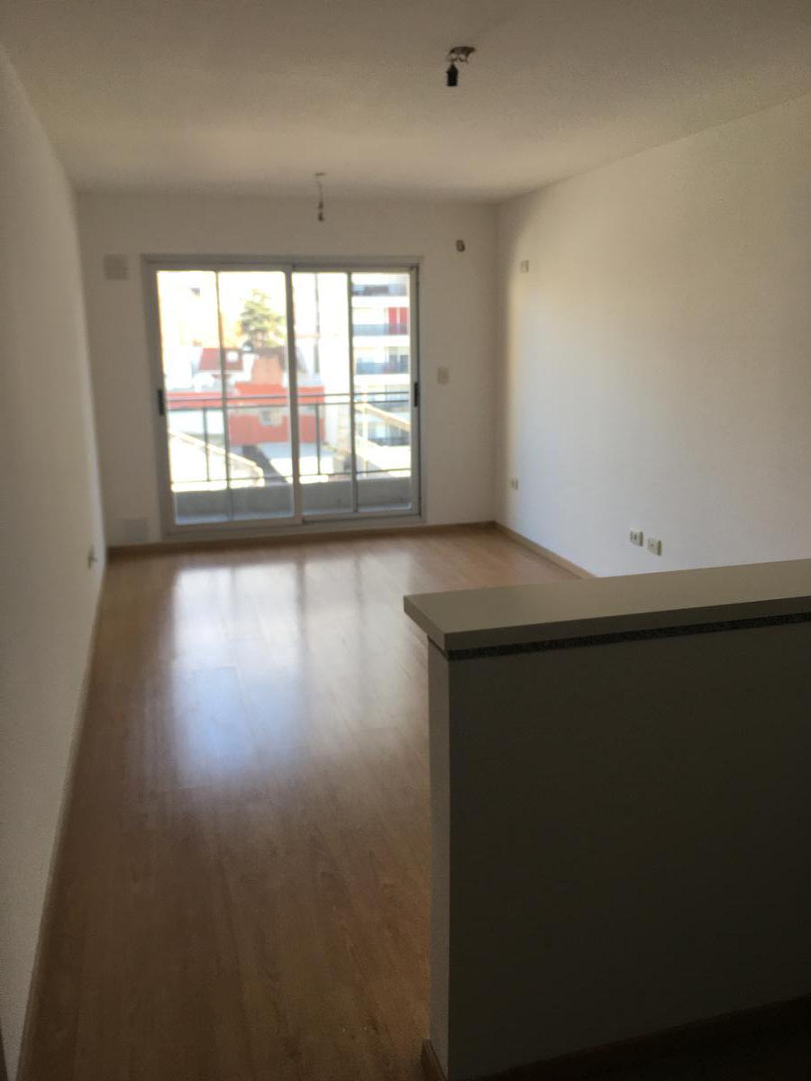 Foto Departamento en Alquiler en  Centro,  Rosario  Rodriguez al 1200