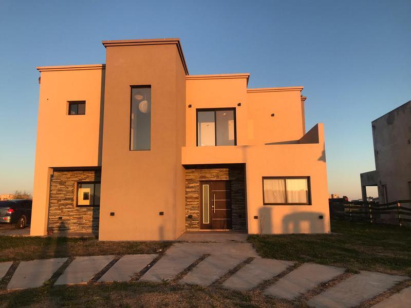 Foto Casa en Alquiler temporario en  Los Talas ,  Canning (Ezeiza)  Alquiler Temporario - Casa al lago en Los Talas - VALORES EN DESCRIPCIÓN