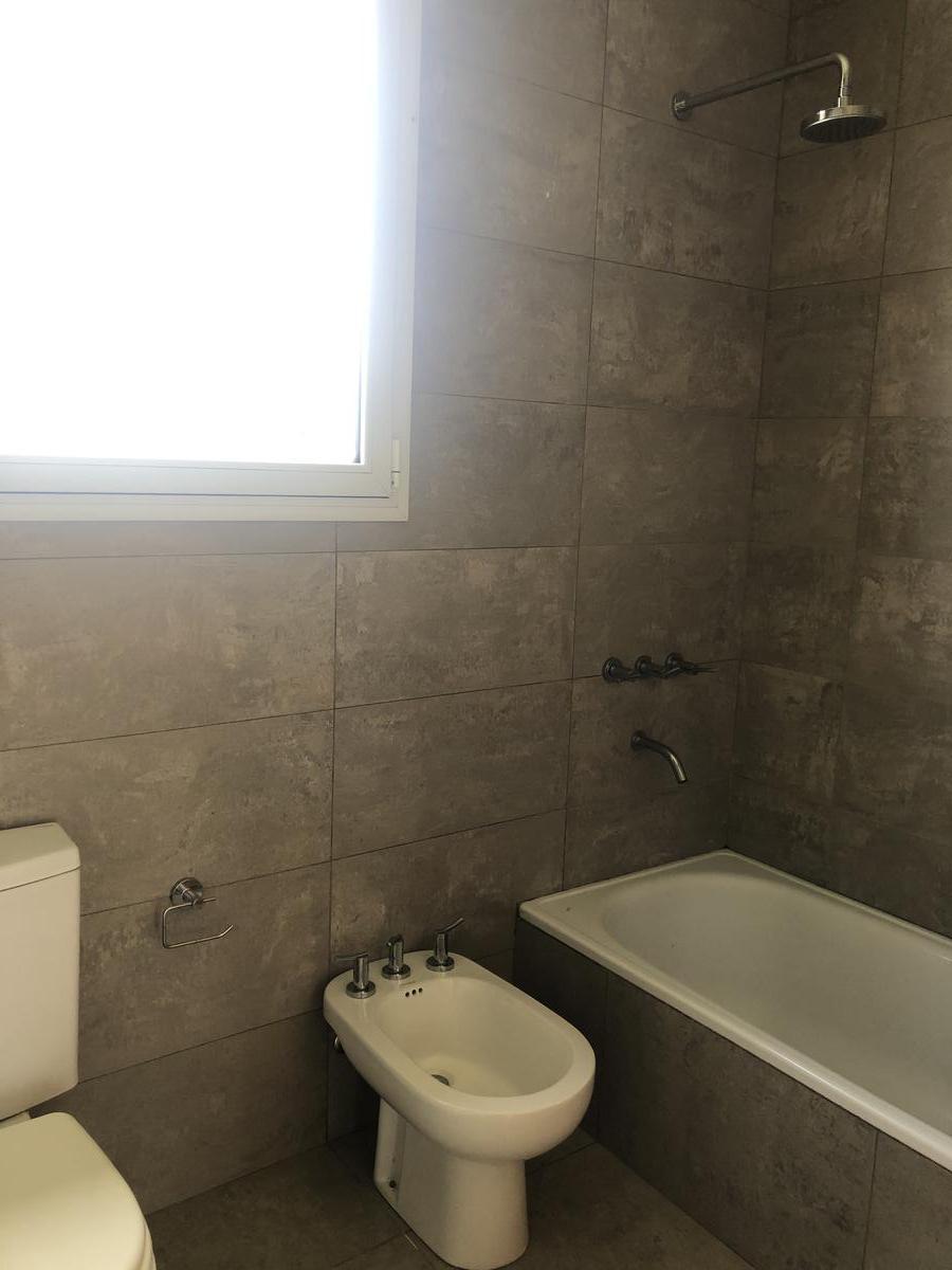 Foto Casa en Venta en  Los Castaños,  Nordelta  Casa en Venta  Los Castaños